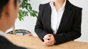 インタビューを成功させる!自社でやる際のコツや外部に依頼する方法をご紹介