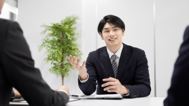 ユーザーインタビューのおすすめの募集方法とは?謝礼の相場も解説