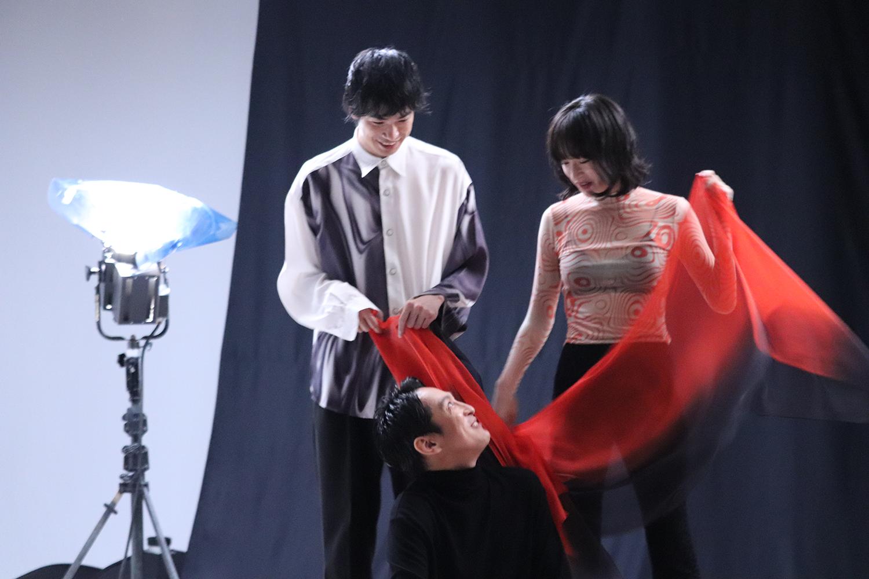 成河、渡辺大知、門脇麦ら出演 舞台『ねじまき鳥クロニクル』ビジュアル撮影現場に密着!