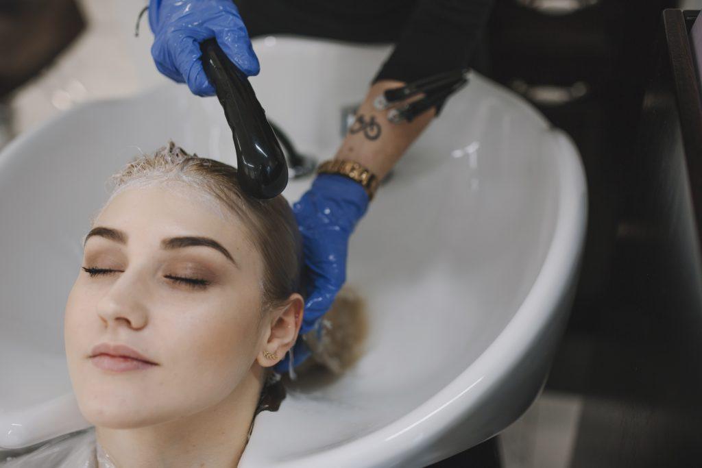 洗髮染髮示意圖