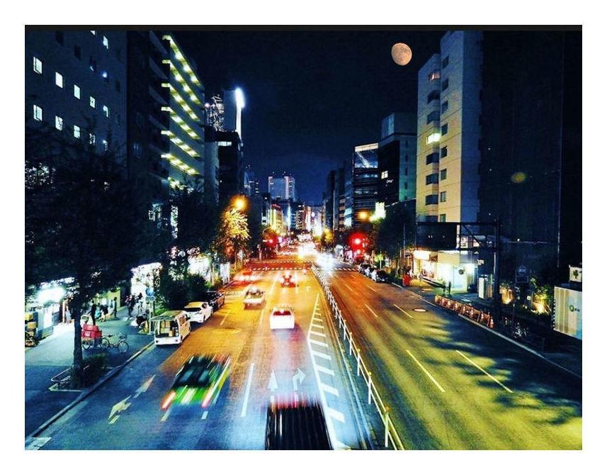 月夜の新宿靖国通り