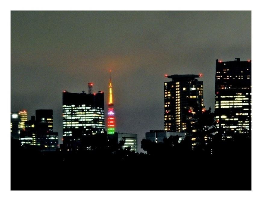 五輪色の東京タワ〜