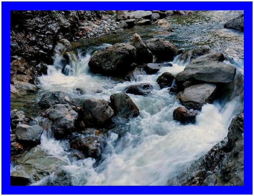 渓谷の清流
