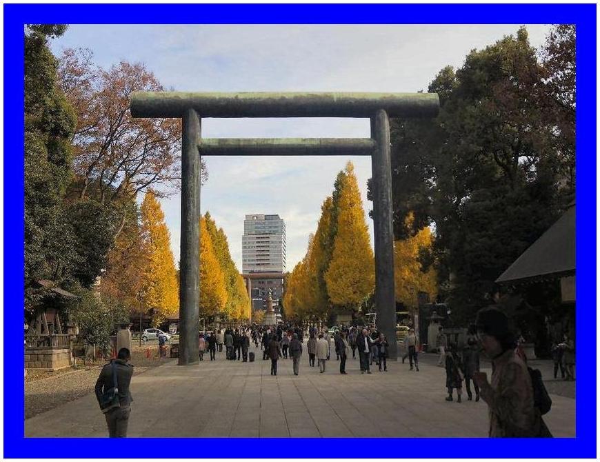 靖国神社と銀杏並木