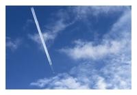 飛行機雲が一筋